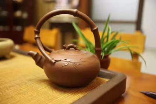 高级工艺美术师丁亦琴紫砂提梁壶